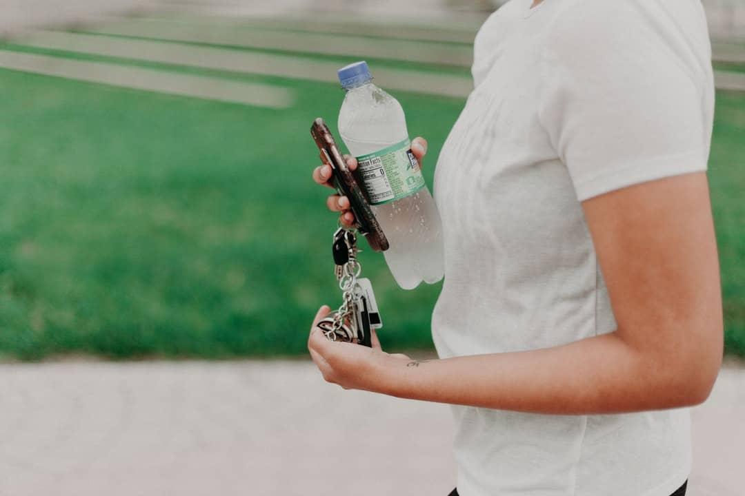 Water bottle has to handle hot water